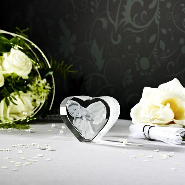 2D Laser Fotos im Herz aus Viamantglas